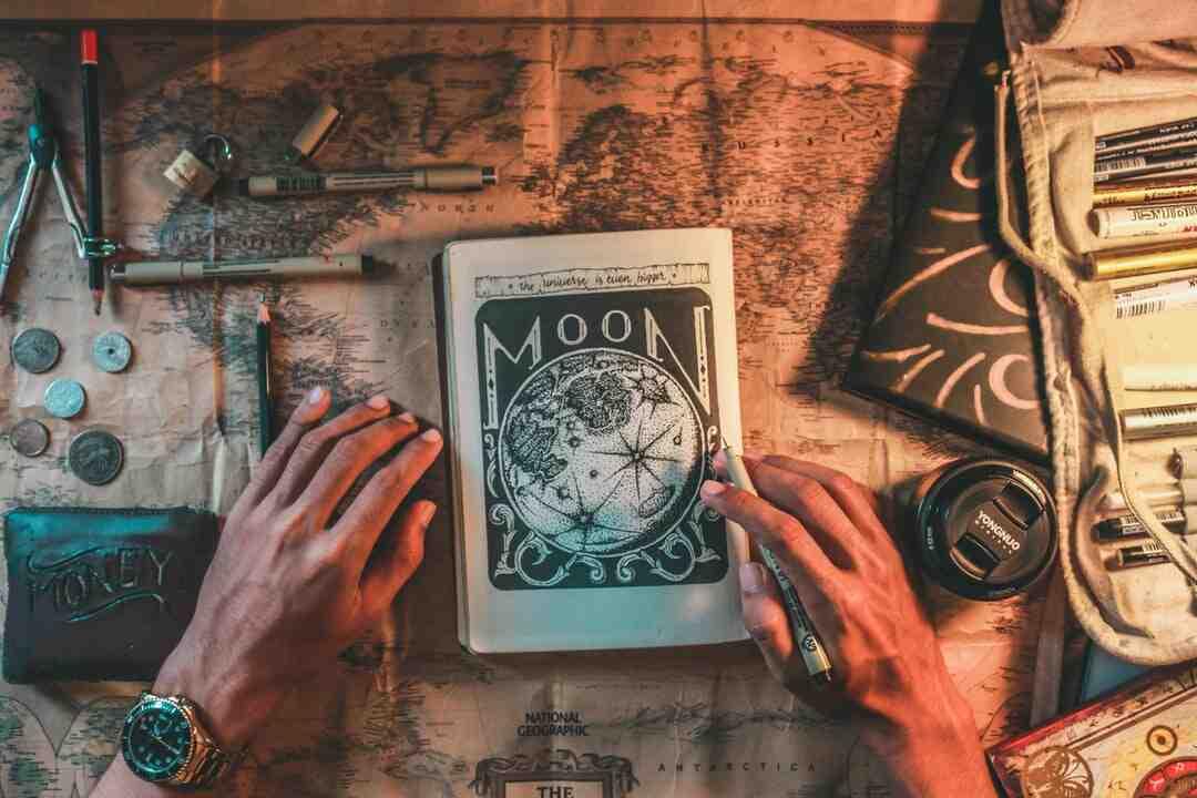 Tour de magie simple avec des cartes